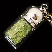 天然石チップ お守り瓶キーホルダー ぺリドット(Peridot)