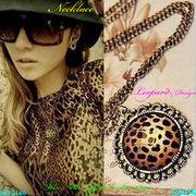 ネックレス ヴィンテージレオパードデザインのレディ-スファッションネックレス