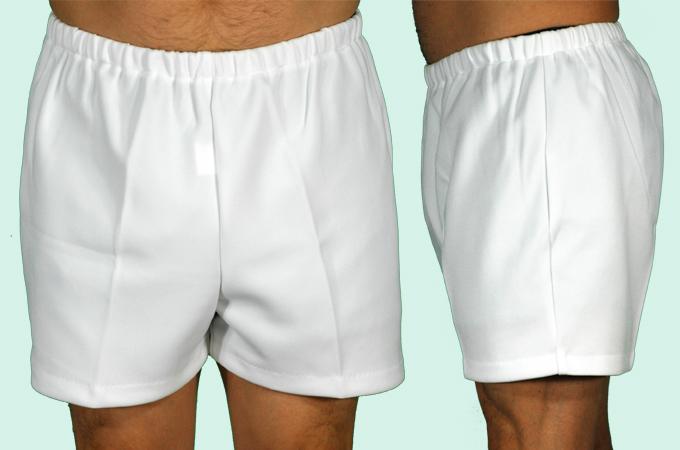 白短パンツ