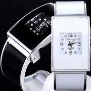 レクランギュラー バングルウォッチ 存在感のあるシンプルデザインのレディース腕時計 AV034