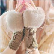 手袋 ショート ミディアム 指穴 ファー ニット グローブ フェミニン 小物 防寒 あったか レディース