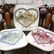 ゴブラン織りハートローズ柄シートクッション(中綿入り)