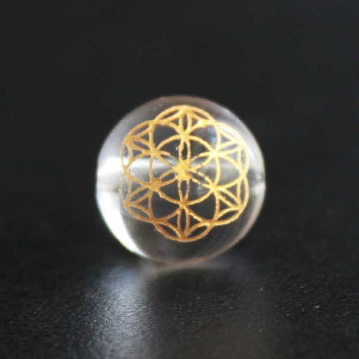 【オリジナル商品】カービング 神聖幾何学模様 フラワーオブライフ 水晶(金彫り) 12mm 品番: 4292