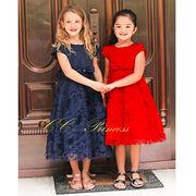 立体的な、リボンの巻きバラ模様のワンピースドレス