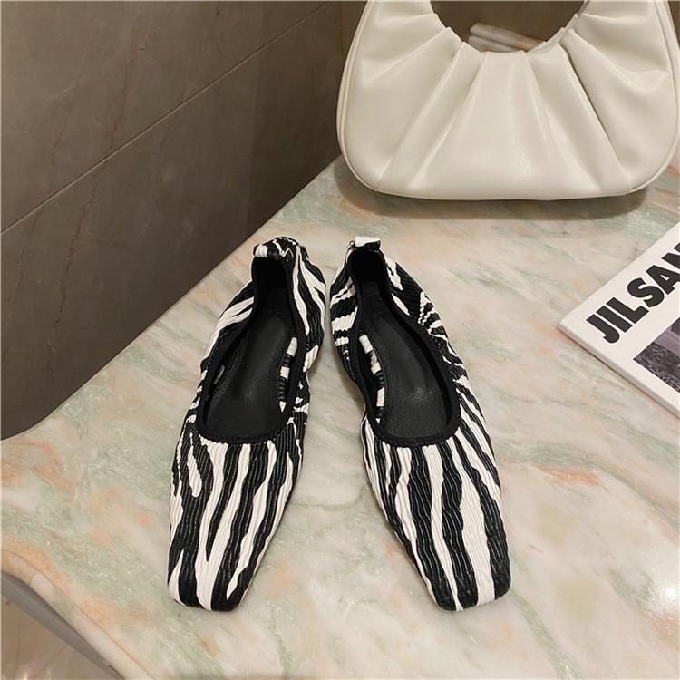 ガーリーなムード演出可能 韓国ファッション おばあちゃん靴  フラット ファッション パンプス