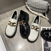 大 ソフト 靴 春 新しいデザイン メタル ラウンド レジャー 靴 エナメル革 小さな靴