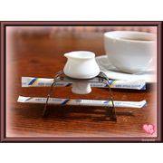 【恋するハート・シリーズ】のミルクピッチャー&スタンド、白磁+ステンレス(日本製)です。