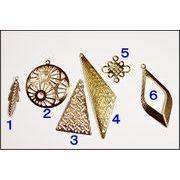 【一部デザイン売り尽くしセール】【銅製高品質】幾何チャーム 三角チャーム ビジュー台座