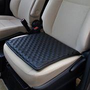 シンプルかつクールな車内空間を。ソニックレザーシートクッション