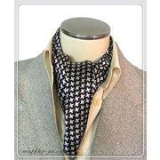 エレガントな袋縫い千鳥柄入りメンズ用100%シルクスカーフ 10137b