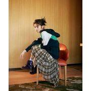 イギリス風の不規則なAラインのチェック柄プリーツスカート